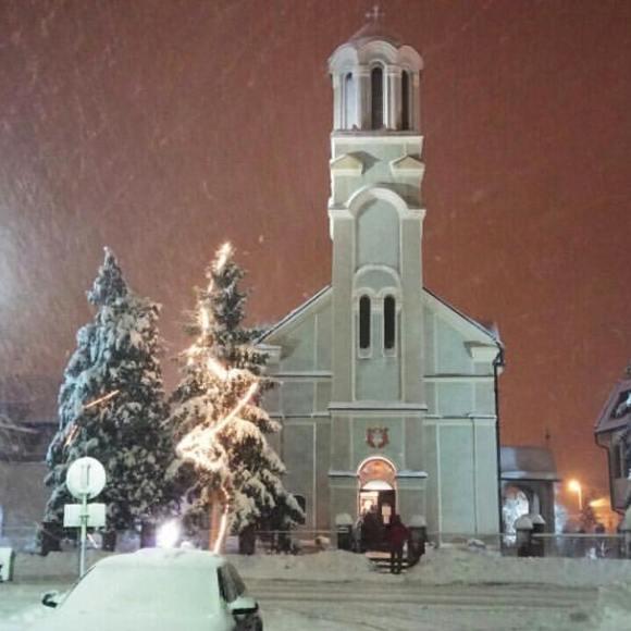 hram snijeg bozic
